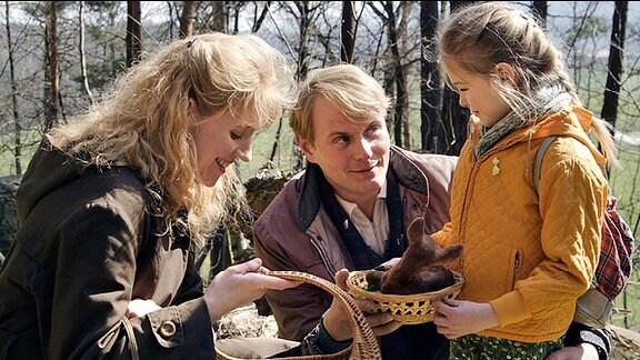 Jan (Devid Striesow) mit Sabine (Winnie Böwe) und Tochter Kati ( Lea Müller)