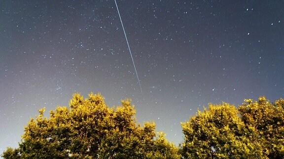 Die  International Space Station (ISS) am Nachthimmel