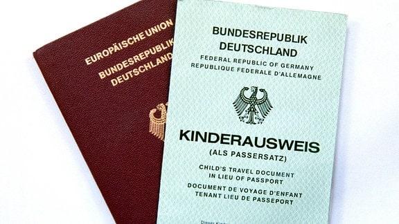 Reisepass der Europäischen Union und Kinderausweis der Bundesrepublik Deutschland