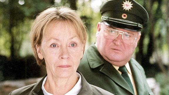 Kommissarin Wanda Rosenbaum (Jutta Hoffmann) und Revierpolizist Krause (Horst Krause).