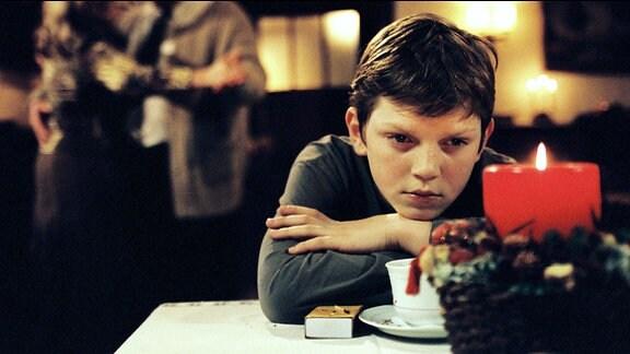 Fabian ist sauer, weil seine Mutter im Gasthof der Krauses so aufblüht.