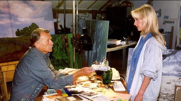 Christine Grasser (Eva Herzig) stellt ihren Vater Georg (Franz Buchrieser) zur Rede, warum er sich all die Jahre nie gemeldet habe. Als Georg ihr all die von der Mutter zurückgesandten Briefe zeigt, fahren Christines Gefühle Achterbahn.