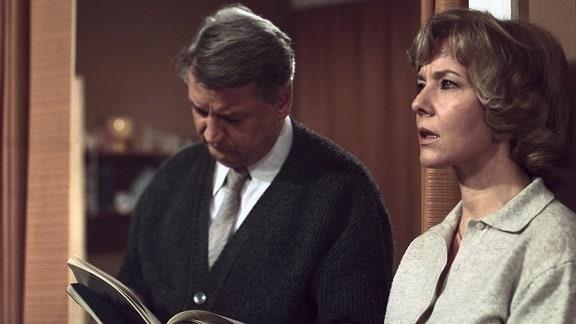 Arnold (Horst Drinda) und seine Frau (Annekathrin Bürger).