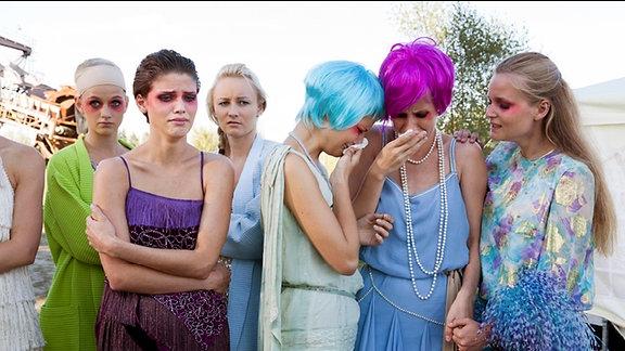 Die Mädchen sind erschüttert vom Tod der Mitbewerberin.