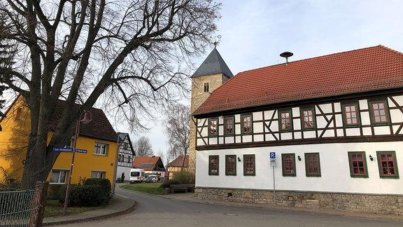 Alach ist ein Ortsteil der Landeshauptstadt Erfurt und es ist mehr als 1000 Jahre her, dass das Dorf zum ersten Mal schriftlich erwähnt wurde. Mit dem Ortsteil Schaderode kommen sie auf 1300 Einwohner