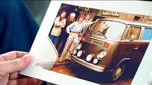 altes Foto eines VW-Bus zur Zeit der Wende