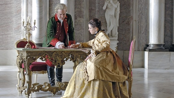 Katharina die Große und Potjomkin mit Plänen.