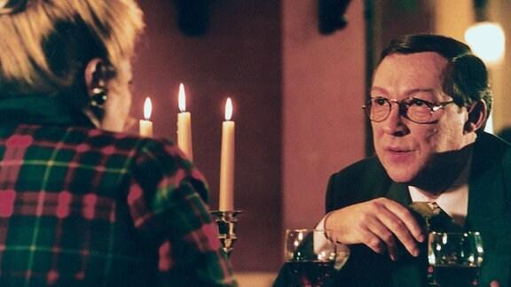 Weinliebhaber Antonio (Jaecki Schwarz) und Margret (Marianne Sägebrecht)
