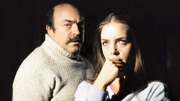 Dr. Rainer Krumm (Wolfgang Dehler) und Sabine Krumm (Hannelore Koch).