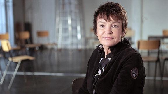 """Die 59jährige Schauspielerin Katrin Sass während der Dreharbeiten zu unserer Dokumentation. Sie spricht mit uns über ihre Rollen und über die Zeit als """"Filmstern der DEFA""""."""