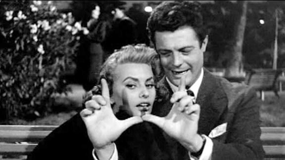 Corrado (Marcello Mastroianni) und die schöne Antonietta (Sophie Loren) amüsieren sich.