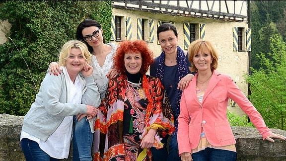 Eva (Saskia Vester), Kiki (Mimi Fiedler), Estelle (Nina Hoger), Judith (Jule Ronstedt) und Caroline (Ulrike Kriener)