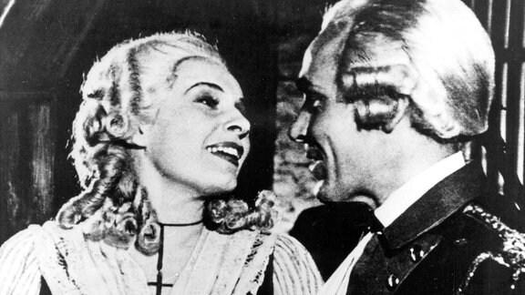 Schauspielerin Elisabeth Maurer (Ilse Steppat) und ihr Kollege Hans Wieland (Paul Klinger)