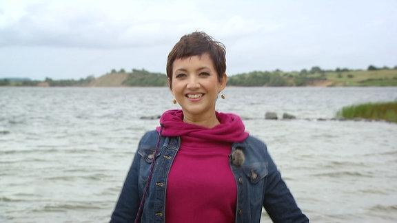 Außenseiter Spitzenreiter Moderatorin am Ufer