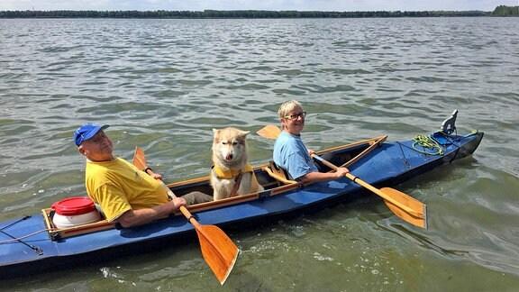 Klaus Billmann (82) und seine Tochter Ute Lorey (57) unterwegs auf dem Muldestausee.