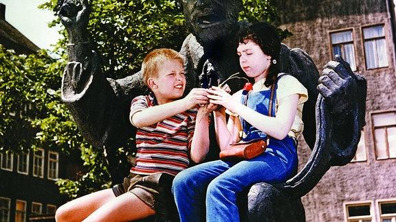 Alfons (Helmut Rossmann) und seine Freundin Micki (Claudia Mögenburg)