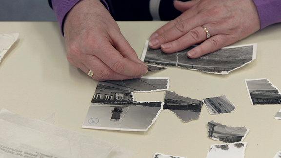 Neben Dokumenten werden auch alte Fotos aus Stasi-Akten wieder zusammengeklebt.