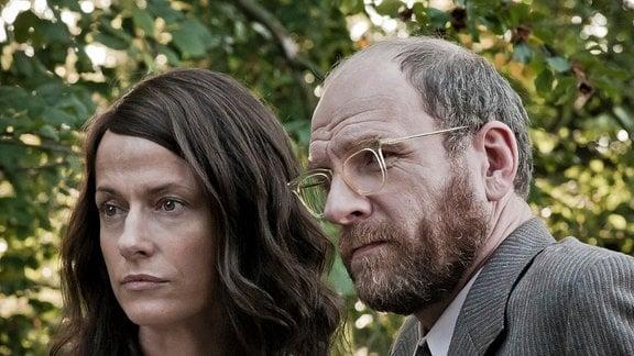Anne (Claudia Michelsen) mit ihrem Bruder Meno Rohde (Götz Schubert) im Porträt.