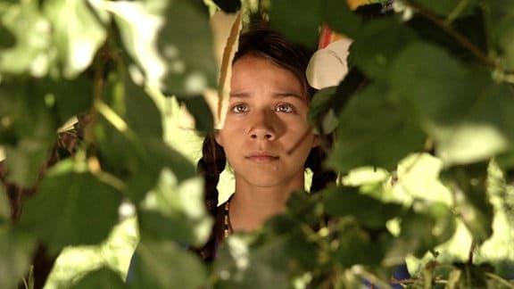Shana (Sunshine O' Donovan) im Wald
