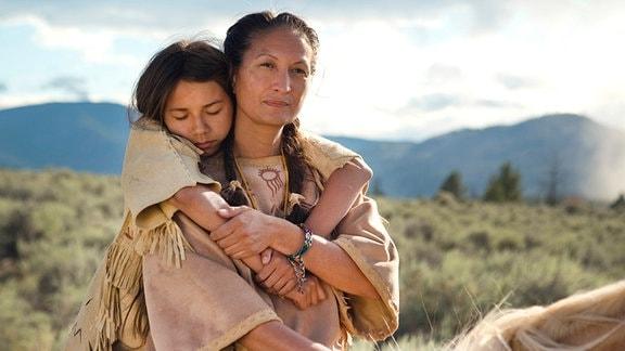 Shana (Sunshine O' Donovan, l.) und ihre Mutter (Alana Aspinall, r.)
