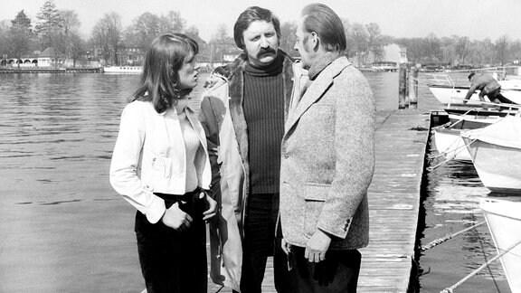 V. li.: Monika Woytowicz (Fräulein Schimke),Horst Weinheimer (Fahrer) und Herbert Köfer (Schramm).