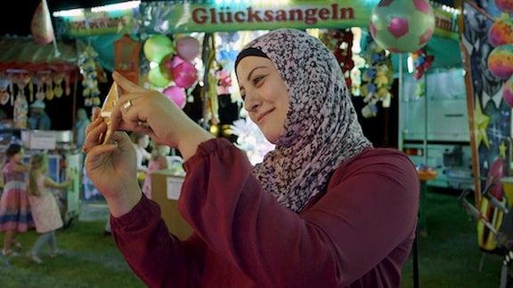 Halima auf dem Rummel.