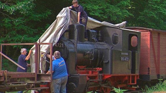 """Die alte Henschel-Lok, Baujahr 1922, tauften die Kleinbahnfreunde liebevoll """"Emma"""". Eine baugleiche Lok fuhr hier bis 1965."""