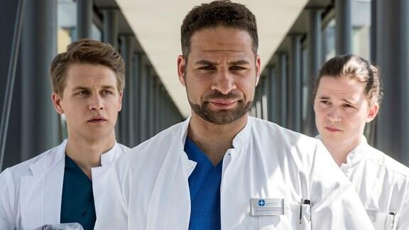 V.l.n.r. Tom Zondek (Tilman Pörzgen), Dr. Matteo Moreau (Mike Adler), Mikko Rantala (Luan Gummich).