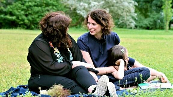 Julia mit Freundin und Tochter