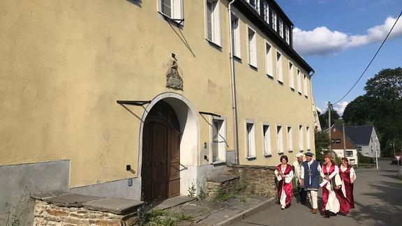 Das Erblehengericht aus dem 15. Jahrhundert ist Mildenaus ältestes Gebäude. Nach der Wende stand es sieben Jahre lang leer, drohte zu zerfallen. Ein Förderverein will es ausbauen mit Wohnungen, einem Café, Veranstaltungssaal und einer Arztpraxis.