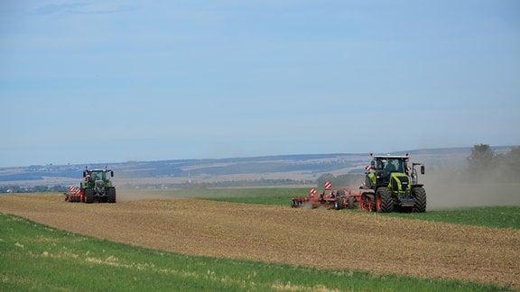 Der selbständige Landwirt Siegmar Zeng bewirtschaftet in Flarchheim eine Fläche von 370 Hektar. Er ist einer von vier Wiedereinrichtern im Haupterwerb im Ort, außerdem gibt es eine Agrargenossenschaft.