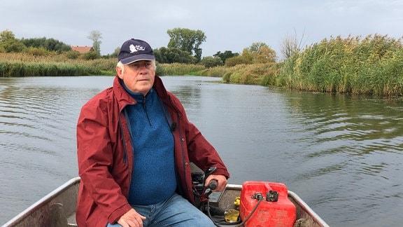 Wilfried Schulz ist der Havelfischer vom Ort. Seit 47 Jahren fährt er raus zum Fischen. Aal, Hecht, Zander und Wels