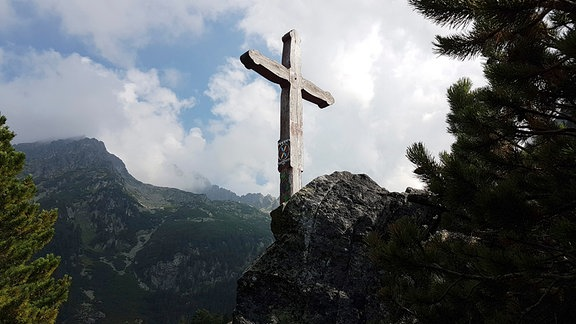 Kreuz auf dem symbolischen Friedhof Hohe Tatra
