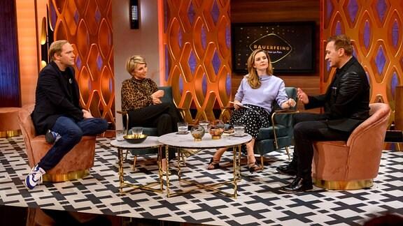 Moderatorin Katrin Bauerfeind (2.v.r.) mit Ihren Gästen v.l.n.r.: Thees Uhlmann, Sabine Heinrich und Paul van Dyk.