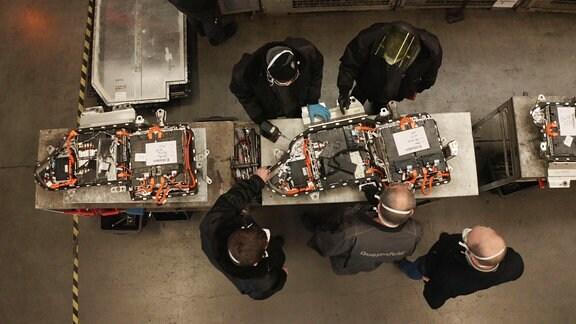 Recyceln statt deponieren: Viele Bestandteile von Elektroauto-Batterien können wiederverwertet werden.
