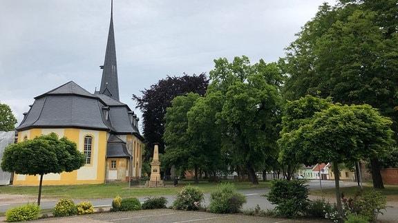 Großrudestedt ist der Hauptort im Gemeindeverbund, zu dem noch Kleinrudestedt, Schwansee und Kranichborn gehören.