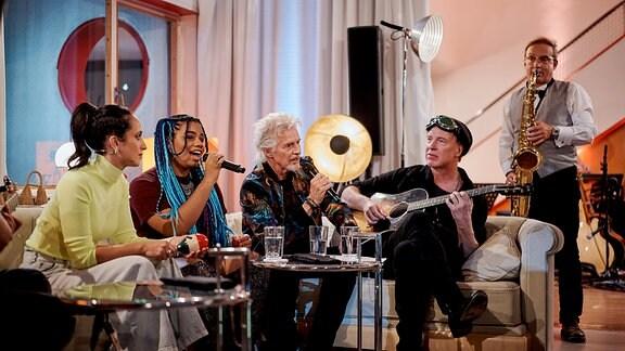 Stephanie Stumph, Wé McDonald, Frank Schätzing und Wigald Boning während der Aufzeichnung der Sendung