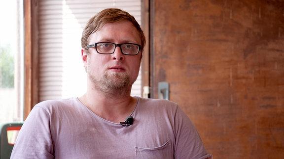 Thomas Metz, ist verheiratet und Vater von zwei Töchtern. Er hat studiert und wurde Suchttherapeut.