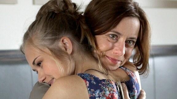 Jana (Inka Friedrich) und ihre Tochter Marie (Nadine Kösters) merken, wie sehr sie sich gegenseitig brauchen.