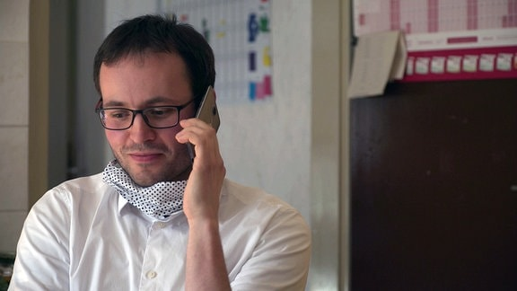 Will Dr. Pavel Martinek weiter als Landarzt in Sachsen arbeiten, darf er seine Eltern in Tschechien nicht besuchen. Wegen der Grenzschließung geht Kontakt halten zurzeit nur per Telefon.