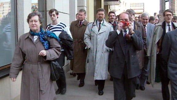 Investoren West inspizieren Dresden Frühjahr 1990.