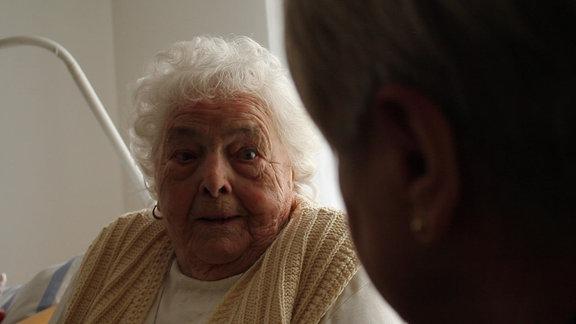 Welches Geheimnis hatte Iwan Luzenko Tante Brunhilde glaubt, er war beim sowjetischen Geheimdienst.