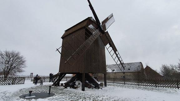 Die Bockwindmühle ist eines der Wahrzeichen der Gemeinde. Vor etwas mehr als 20 Jahren wurde sie wieder hergerichtet. Und sie ist funktionsfähig.