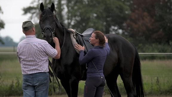 Landtierarzt Dr. Lagemann fährt täglich durch die Altmark und behandelt Tiere - vor allem Pferde und Rinder.