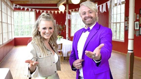 Gemeinsam begehen Ross Antony und Julia Lindholm den Wonnemonat Mai.