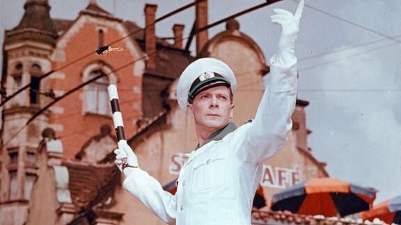 Polizeiwachtmeister Bachmann (Rolf Herricht)