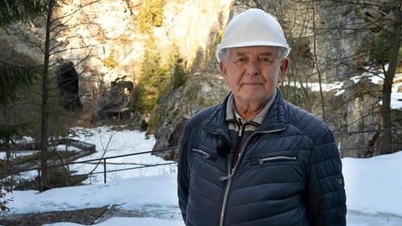 Der ehrenamtliche Naturschützer Siegfried Biedermann in der Bruchsohle vom Kalkwerk Lengefeld