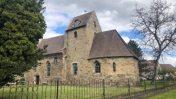 Die Eisdorfer Kirche stammt aus dem 12. Jahrhundert.