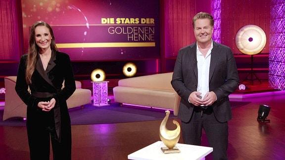 Die Moderatoren Sarah von Neuburg und Lars-Christian Karde