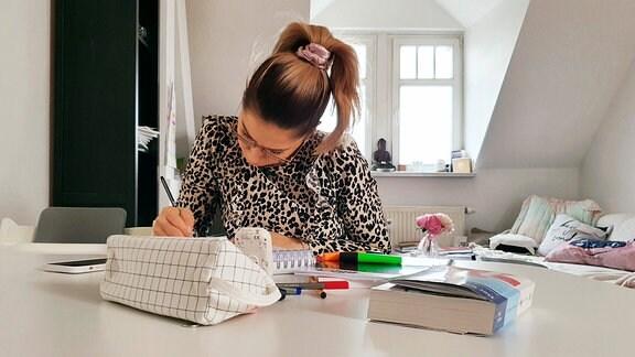 Nina lernt.